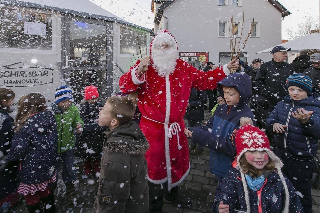 Schneekanonen an mit dem Weihnachtsmann!